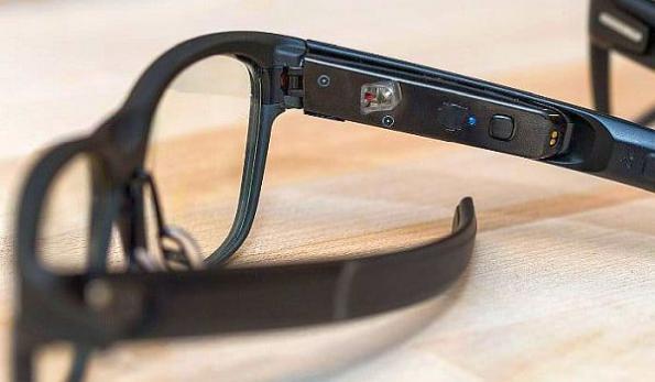 Sursa: https://eenews.cdnartwhere.eu - Intel smart glasses